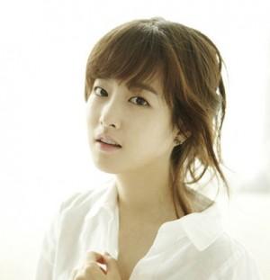 韓国女優ソウは不自然な整形で人気 ...